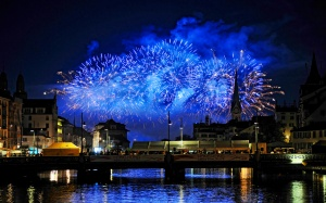 Desktop Wallpaper: Festive Fireworks