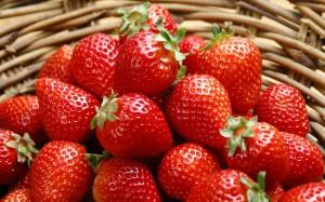 Desktop Wallpaper: Tasty Strawberries