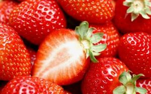 Desktop Wallpaper: Yummy Strawberries