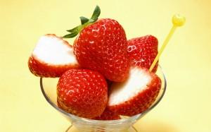 Desktop Wallpaper: Munch-Me Strawberrie...