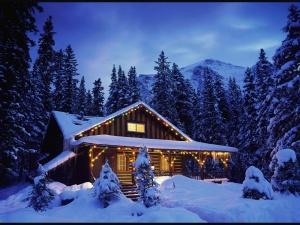 Desktop Wallpaper: Winter House