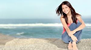 Desktop Wallpaper: Girl on the Beach