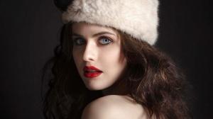 Desktop Wallpaper: Girl in Cossack Hat