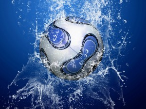 Desktop Wallpaper: Ball and Water Splas...