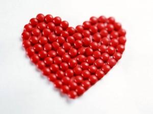Desktop Wallpaper: Heart Made of Balls