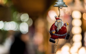 Desktop Wallpaper: Hanging Christmas To...