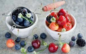 Desktop Wallpaper: Berries for Desert