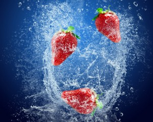 Desktop Wallpaper: Strawberry in Water ...
