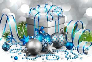 Desktop Wallpaper: Silver Christmas Bal...