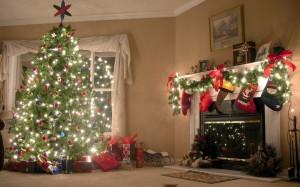 Desktop Wallpaper: Lighted Christmas Tr...