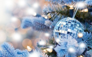 Desktop Wallpaper: Mirror Christmas Bal...