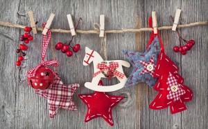 Desktop Wallpaper: Red Christmas Tree F...