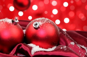 Desktop Wallpaper: 2 Red Christmas Ball...