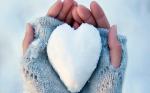 Desktop Wallpaper: Heart Shaped Snow