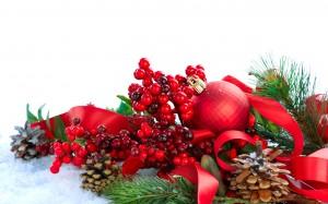 Desktop Wallpaper: Red Christmas Bauble