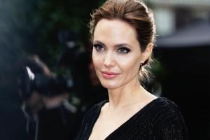 Desktop Wallpaper: Angelina Jolie