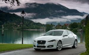 Desktop Wallpaper: White Jaguar XJ