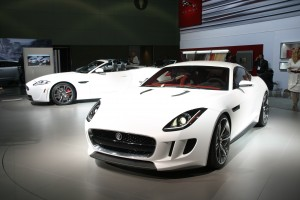 Desktop Wallpaper: White Sports Car Par...