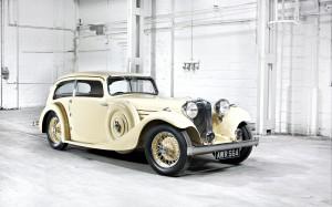 Desktop Wallpaper: White Classic Car Pa...