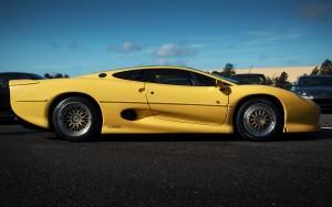 Desktop Wallpaper: Yellow Jaguar XJ220