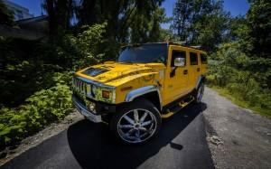 Desktop Wallpaper: Yellow Hummer H2 In ...