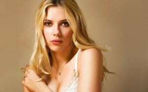 Desktop Wallpaper: Scarlett Johansson