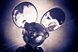 Desktop Wallpaper: Gray Metal Mouse Hel...