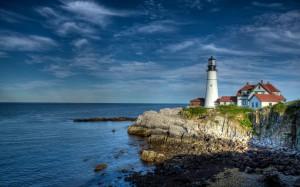 Desktop Wallpaper: Lighthouse Beside Du...