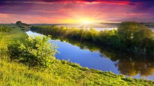 Desktop Wallpaper: River Between Grass ...