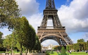Desktop Wallpaper: Eiffel Tower With Su...