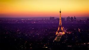 Desktop Wallpaper: Lighted Eiffel Tower...