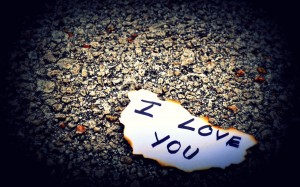 Desktop Wallpaper: I Love You Note On P...