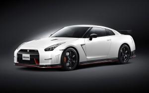 Desktop Wallpaper: White Nissan GT-R R3...
