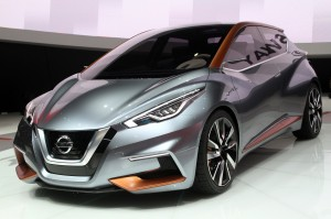 Desktop Wallpaper: Silver Nissan Concep...