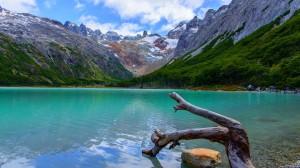 Desktop Wallpaper: Lake Overlooking Mou...