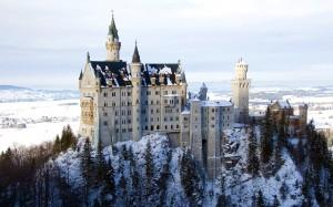 Desktop Wallpaper: Castle On Mountain