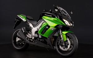 Desktop Wallpaper: Green Kawaki Motorcy...