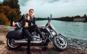 Desktop Wallpaper: Woman In Black Leath...