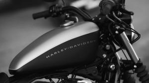 Desktop Wallpaper: Black Harley-davidso...