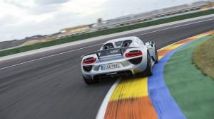 Desktop Wallpaper: Silver Porsche 918 O...