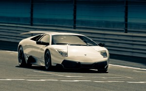 Desktop Wallpaper: White Lamborghini Hu...