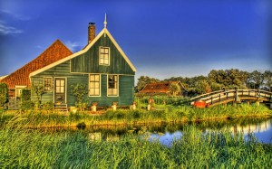 Desktop Wallpaper: Green House With Gre...