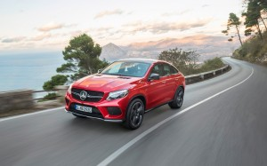 Desktop Wallpaper: Red Mercedes Benz GL...