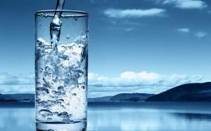 Desktop Wallpaper: Water Poured In Clea...