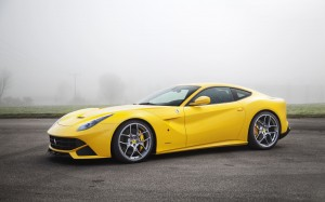Desktop Wallpaper: Yellow Sportscar