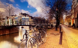 Desktop Wallpaper: Bicycles Parked On S...
