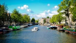 Desktop Wallpaper: Boats On River In Be...
