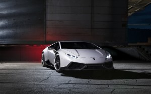 Desktop Wallpaper: Grey Sports Car
