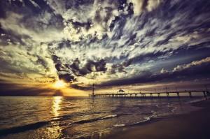 Desktop Wallpaper: Beach View During Su...