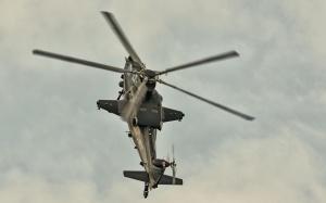 Desktop Wallpaper: Flying Gray Helicopt...